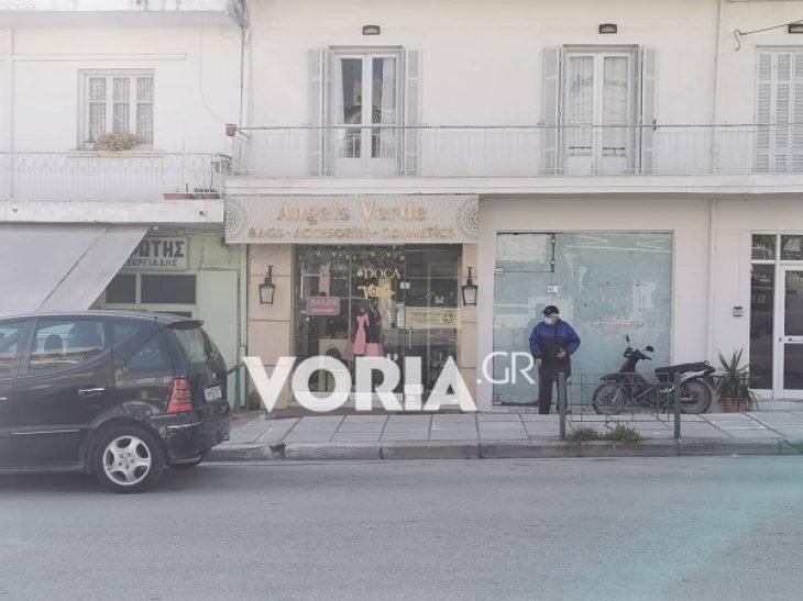 Εύοσμος lockdown: Στον ένα δρόμο μαγαζιά ανοιχτά και στον άλλο κλειστά