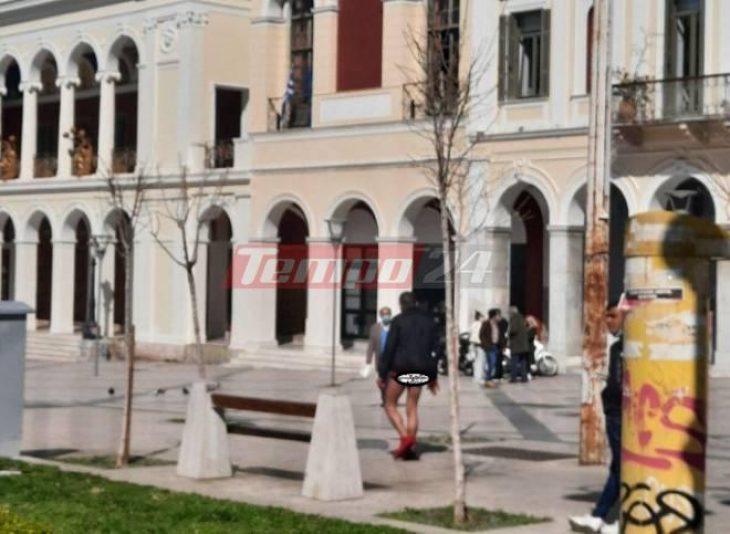 Πάτρα σοκ: Άνδρας κυκλοφορούσε στην πόλη ημίγυμνος