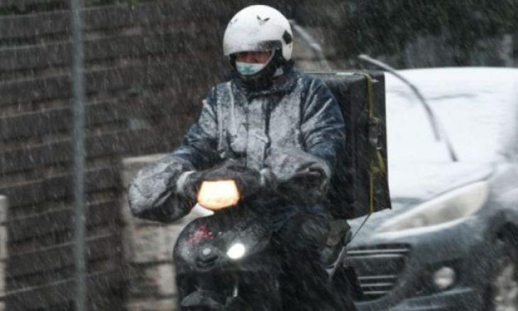 Θεσσαλονίκη τροχαίο: Τροχαίο ατύχημα για διανομέα στην πόλη