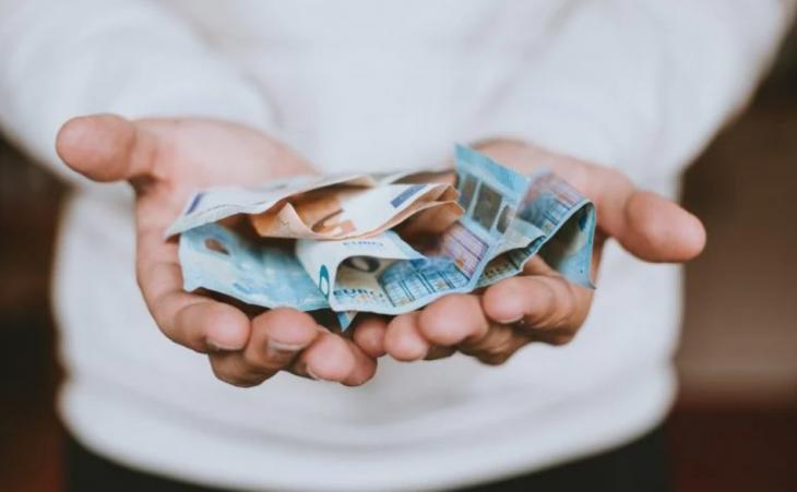 534 ευρώ επιδόματα πληρωμή: Δείτε αναλυτικά τους δικαιούχους