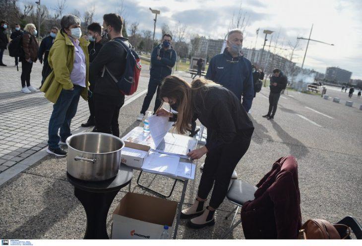 Θεσσαλονίκη επιχειρηματίες: Παρέδωσαν τα κλειδιά τους ως διαμαρτυρία