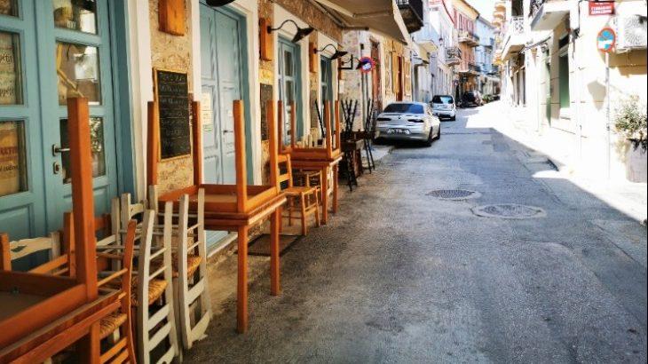 Εστίαση σοκ: Ζευγάρι Ελλήνων ζει εδώ και 10 μέρες στα παγκάκια