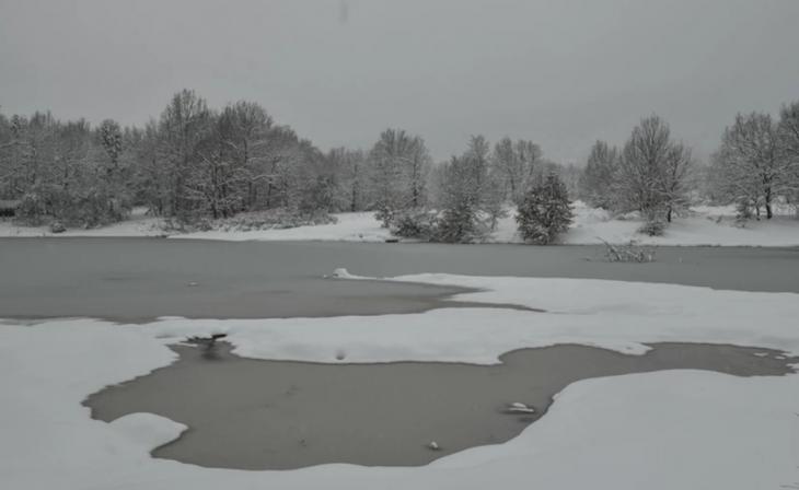 Λίμνη Πλαστήρα: Μαγευτικό το τοπίο από τα χιόνια της κακοκαιρίας «Μήδεια» – Εντυπωσιακές φωτογραφίες