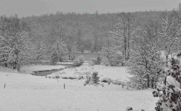 Λίμνη Πλαστήρα: Εικόνες από το μαγευτικό τοπίο με τα χιόνια