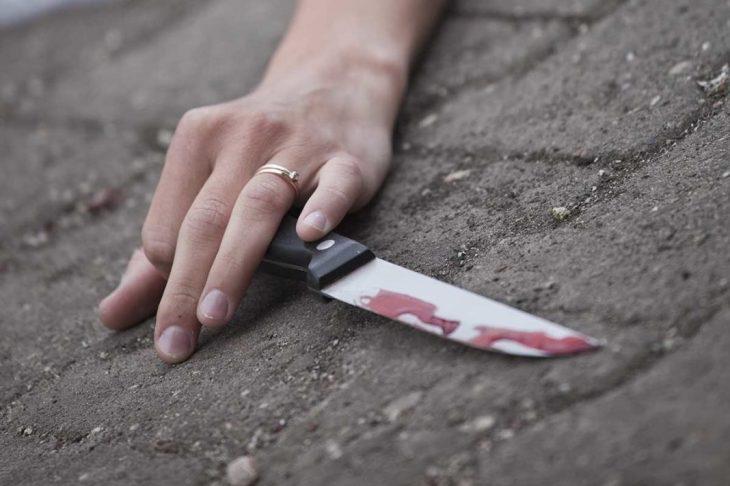 Καλλιθέα σοκ: 50χρονη μαχαίρωσε στην κοιλιά την 30χρονη κόρη της