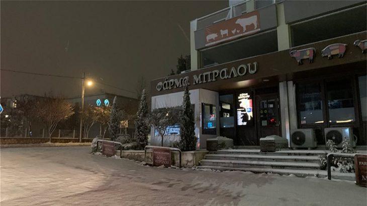 Χιόνια στην Αττική: Σφοδρές χιονοπτώσεις στα βόρεια προάστια