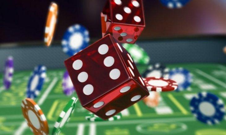 Ρόδος κορονοϊός: Οκτώ άτομα έπαιζαν τυχερά παιχνίδια σε αποθήκη