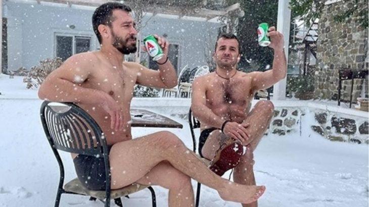 Σαμοθράκη κακοκαιρία: Φίλοι βγήκαν στα χιόνια μόνο μετα τα εσώρουχα