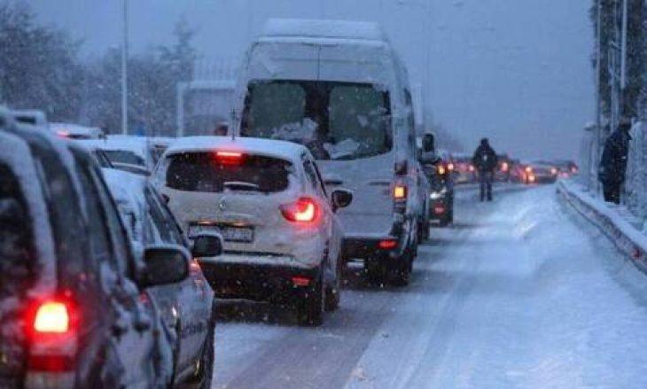 Κακοκαιρία στη χώρα: Ποιοι δρόμοι παραμένουν κλειστοί στην Αττική και σήμερα