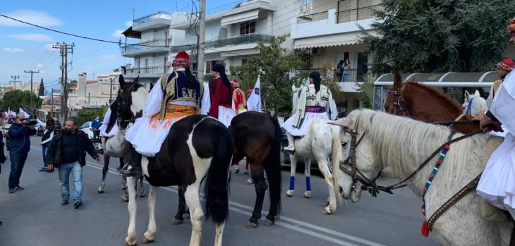 Γλυφάδα: 21 έφιπποι έκαναν παρέλαση στην Άνω Γλυφάδα