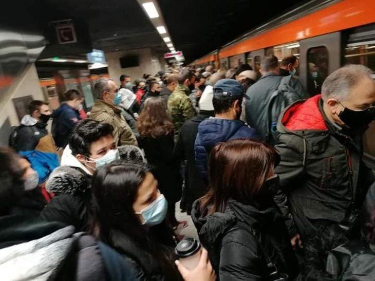 Μοναστηράκι: Τεράστιος συνωστισμός στις αποβάθρες του μετρό