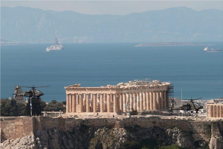 Λευκός Πύργος: Εντυπωσιακό το θέαμα για τα 200 χρόνια της Επετείου