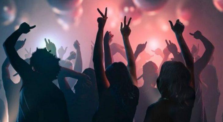 Κορονοπάρτι Πάτρα: Στην αστυνομία ο διοργανωτής του πάρτι στην Οβρυά