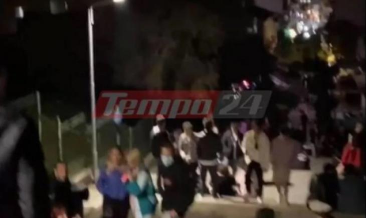 Πάτρα κορονοπάρτι: Συνωστισμός στις σκάλες Γεροκωστοπούλου
