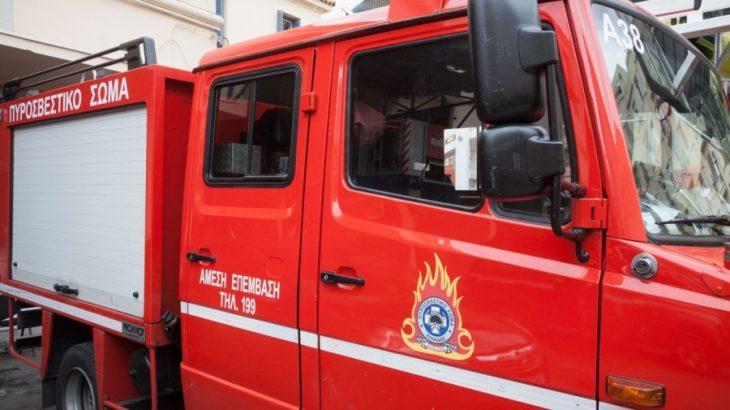 Κέντρο Αθήνας: Ξέσπασε φωτιά σε αποθήκη στην οδό Κτενά