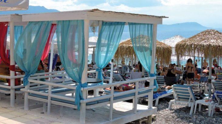 Ψάθα: Για μπάνιο στην υπέροχη παραλία στο Αλεποχώρι