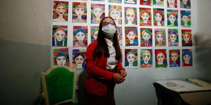 27χρονη με σύνδρομο Down: Μετέτρεψε το κλιμακοστάσιο της πολυκατοικίας που μένει σε γκαλερί τέχνης