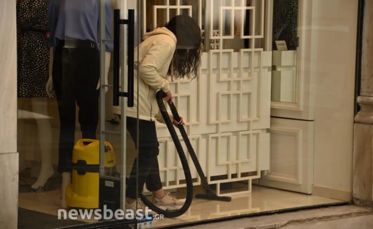 Ερμού: Ετοιμασίες στον πιο κεντρικό δρόμο της Αθήνας – Τη Δευτέρα τα καταστήματα ανοίγουν