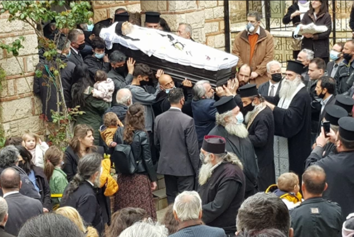 Άγιος Στέφανος: Σοκ με απίστευτο συνωστισμό σε κηδεία αρχιμανδρίτη