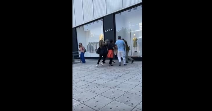 Γλυφάδα: Άγριος καυγάς μεταξύ δύο γυναικών έξω από κατάστημα