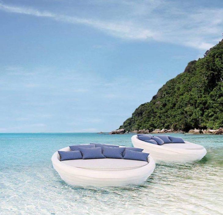 Είναι άνετος σαν καναπές σαλονιού, το κόστος του είναι ελάχιστο, επιπλέει άνετα στο νερό ακόμα και με κύμα και η είναι Ελληνικός