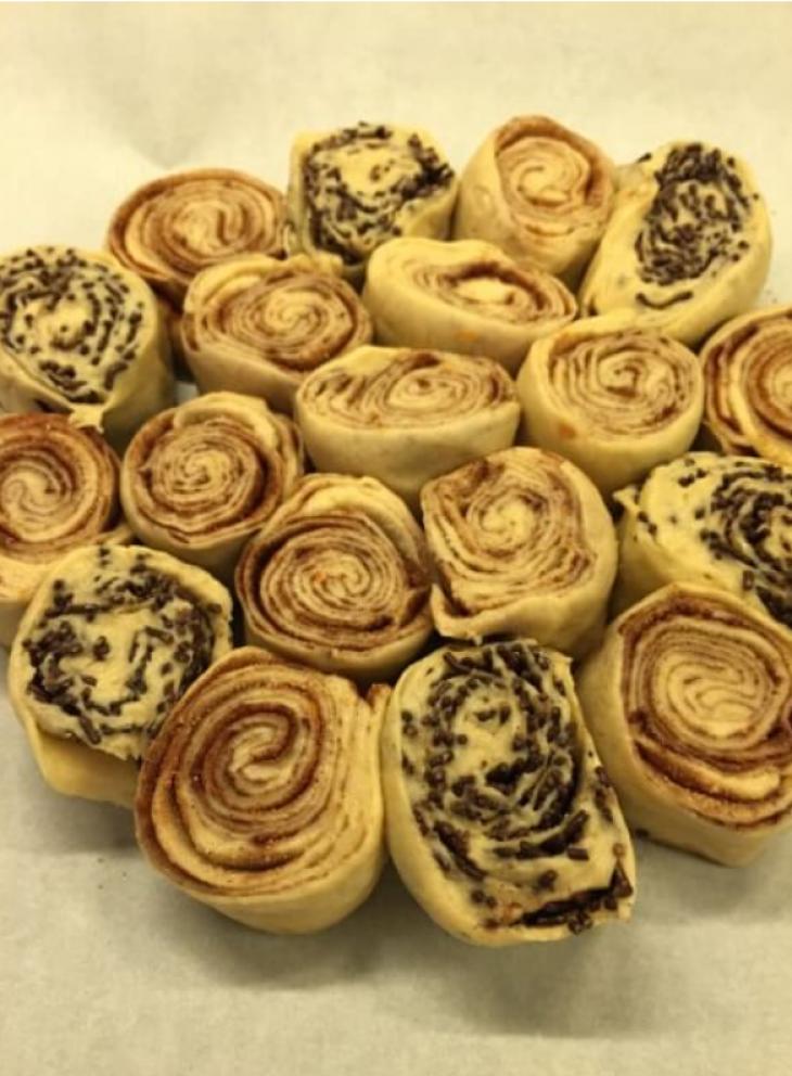 Λουλουδιαστό τσουρέκι: Τα πιο αφράτα και φουσκωμένα τσουρεκάκια