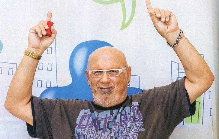 Λάκης Παπαδόπουλος: Η αλήθεια για το σημάδι στο πρόσωπο, η τεράστια καριέρα και το επάγγελμα του  γιου του