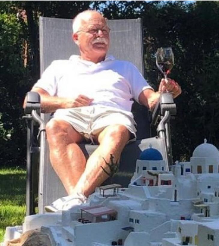 Σαντορίνη Μινιατούρα: Φιλλέληνας Ολλανδός την έφτιαξε στον κήπο του και θέλει όσο τίποτα να επισκεφτεί την Ελλάδα