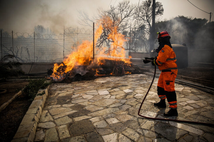 Έλληνες πυροσβέστες: Οι «Ταβλαδόροι» που παίζουν στα ζάρια την ζωή τους για να μας σώνουν