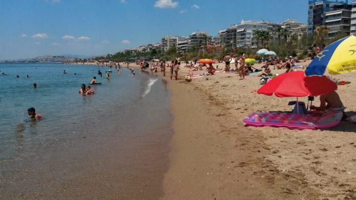 Παλαιό Φάληρο: Έκανε βόλτες ολόγυμνος στην παραλία γεμάτη κόσμο