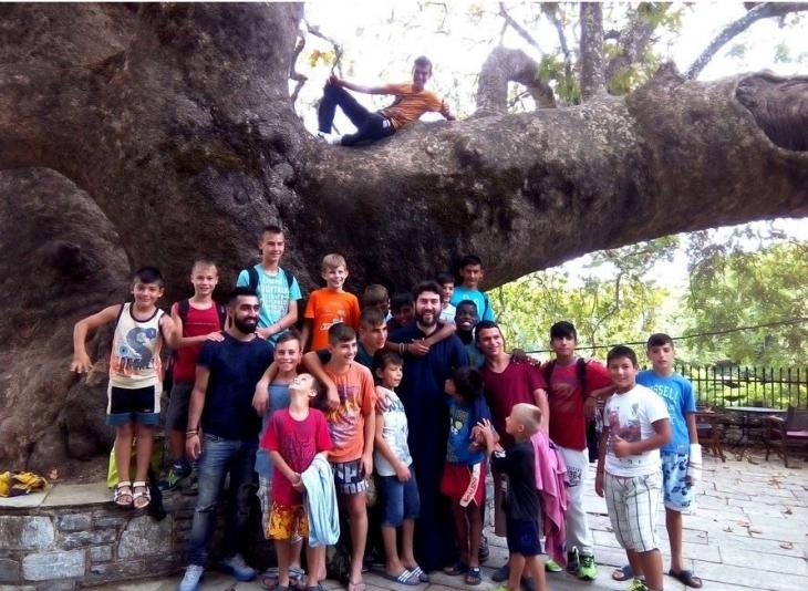 Βολιώτης μπαρμπέρης κούρεψε δωρεάν τα παιδιά της Κιβωτού του Κόσμου