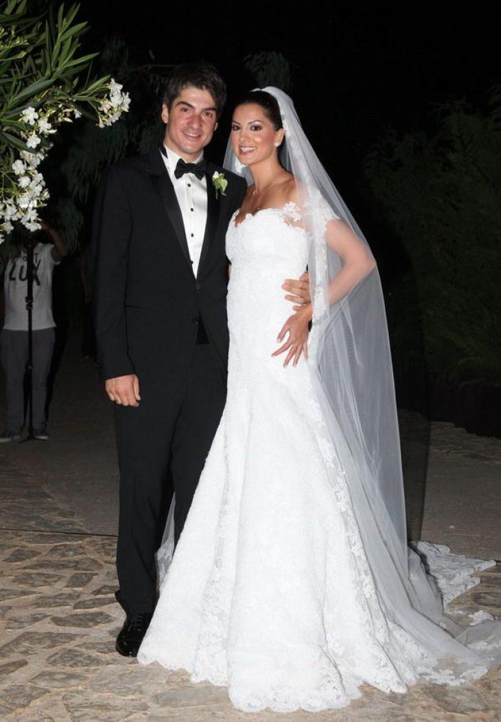 Έγραψαν ιστορία: Τα 5 πιο αξέχαστα νυφικά που φόρεσαν Ελληνίδες σταρ στο γάμο τους