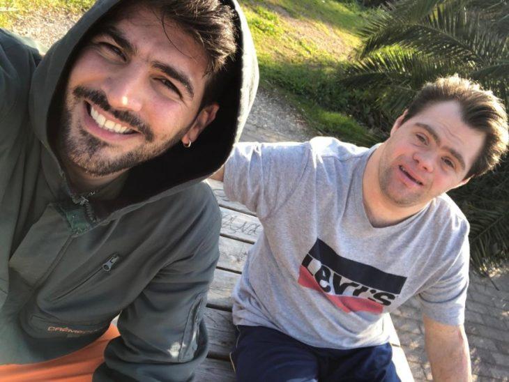 «Είμαι περήφανος για τον αδερφό μου»: Ο Νίκος μιλάει για τον Γιώργο, που πάσχει από σύνδρομο Down