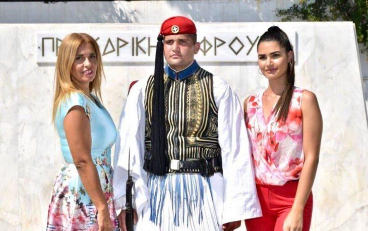 Αντωνία Μαρκογιαννάκη: Η περηφάνια της μάνας που καμαρώνει τον Εύζωνα γιο της