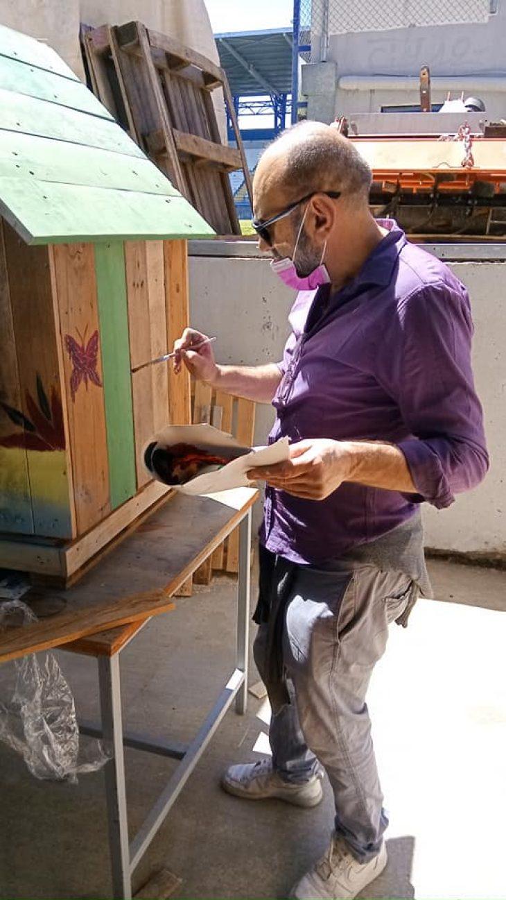 Ο Δήμος Αιγάλεω ετοιμάζει πανέμορφα ξύλινα σπιτάκια για τα αδέσποτα