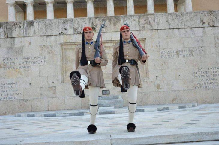 Δίδυμοι Αδερφοί Εύζωνες: «Όταν φοράμε τη στολή του Εύζωνα αισθανόμαστε τιμή και υπερηφάνεια»