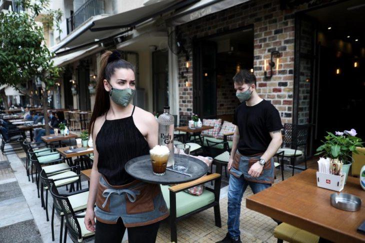 Απαγόρευση μουσικής: Η πανέξυπνη πατέντα μαγαζάτορα για να έχει η καφετέριά του μουσική εντελώς νόμιμα