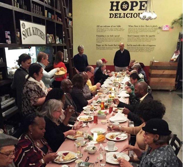 Τζών Μπον Τζόβι:Άνοιξε εστιατόρια για  φτωχούς με δωρεάν γεύματα