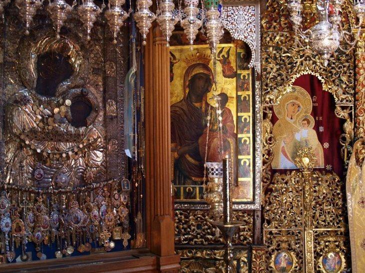 Παναγία Πορταΐτισσα: Η εικόνα της Παναγίας που δεν βγαίνει από το Άγιο Όρος