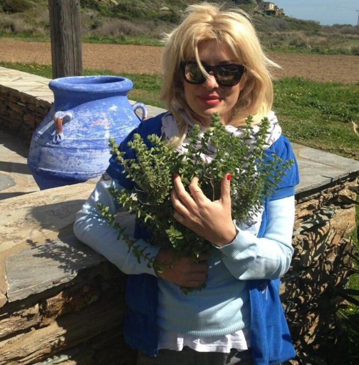 Ελένη Μενεγάκη Άνδρος: Το παραμυθένιο σπίτι της στο νησί