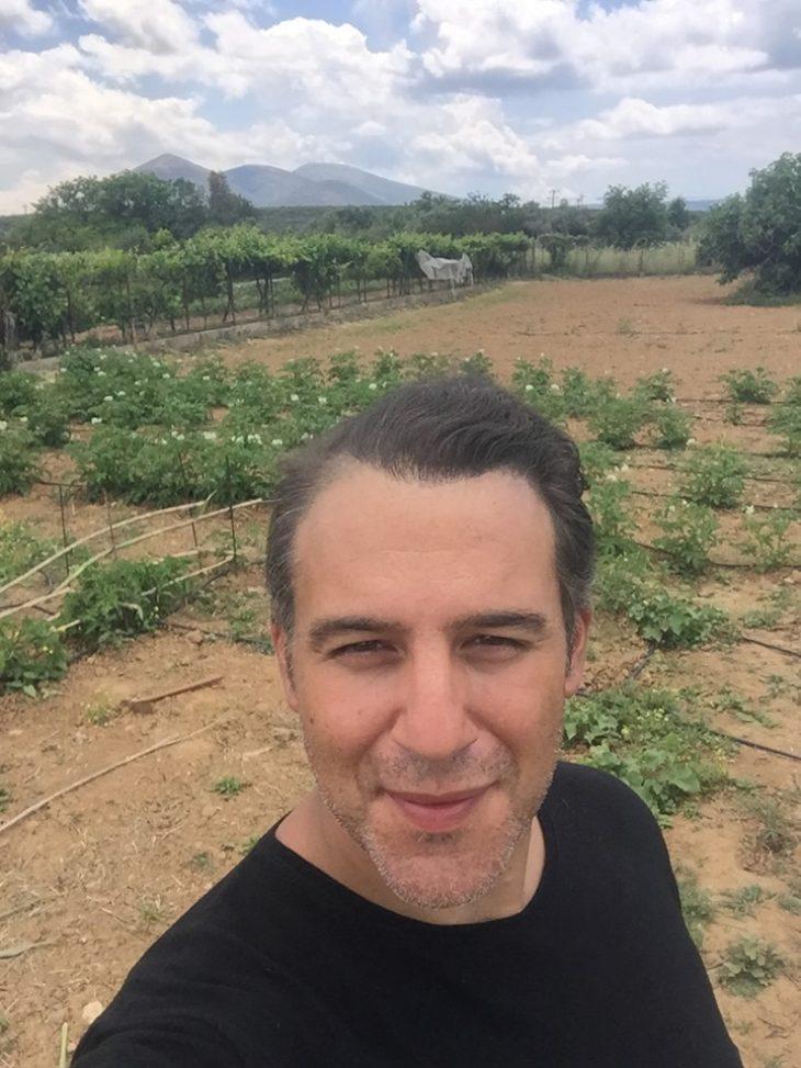 Θάνος Τζάνης: Παράτησε το τραγούδι και έγινε αγρότης
