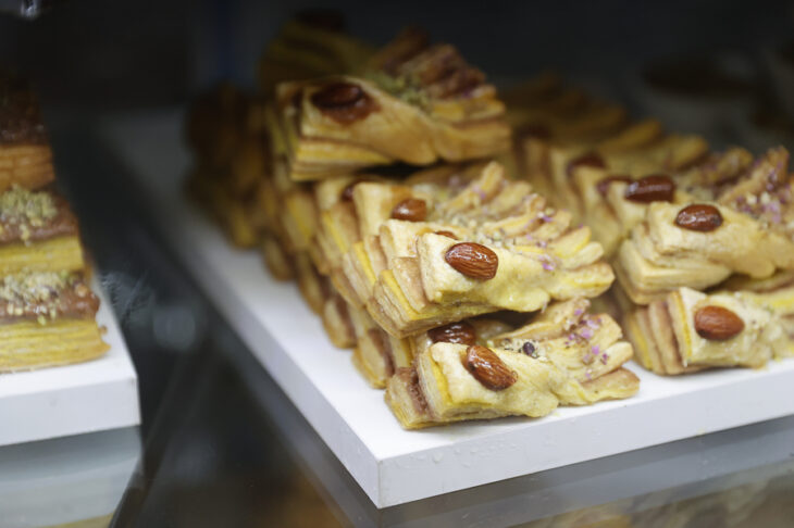 Αφγανή πρόσφυγας: Άνοιξε το δικό της ζαχαροπλαστείο στη Θεσσαλονίκη