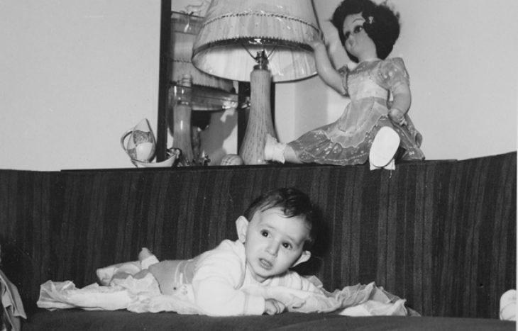Τότε και σήμερα: 15 διάσημοι Έλληνες φτιάχνουν ξανά παιδικές φωτογραφίες τους και δείχνουν πόσο άλλαξαν