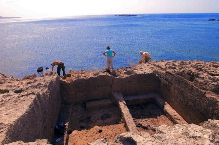Φαλάσαρνα: Μαγευτική παραλία που ήταν αρχαίο λιμάνι