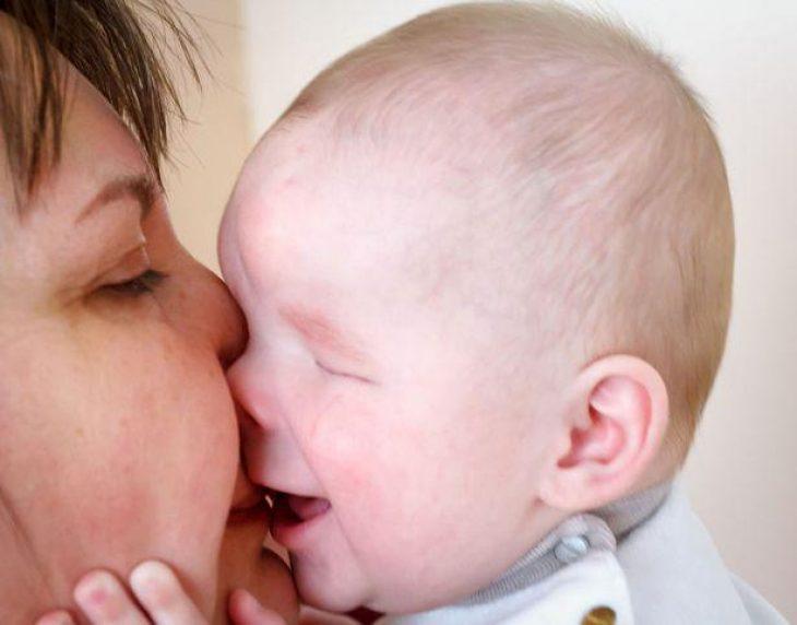 Μωρό χωρίς μάτια: Βρήκε σπίτι και μια ζεστή αγκαλιά