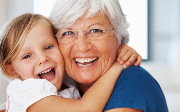 Γιαγιά: Απ' την πλευρά της μαμάς είναι πιο σημαντική για τα παιδιά