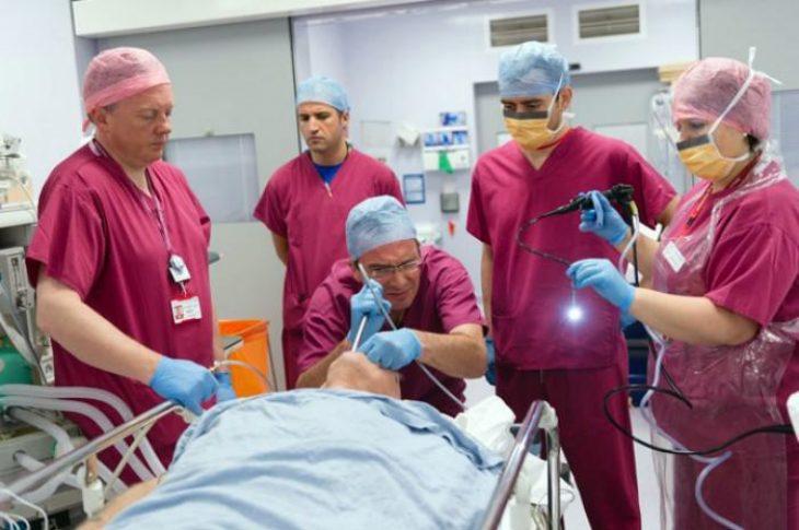 Βολιώτης θωρακοχειρουργός: Σώζει χιλιάδες ζωές από καρκίνο του πνεύμονα