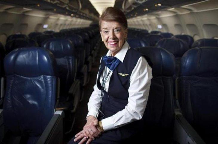 84χρονη αεροσυνοδός: Δεν θέλει να συνταξιοδοτηθεί