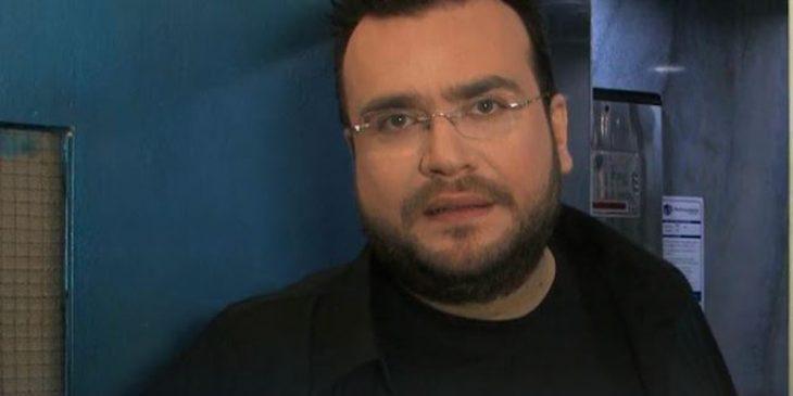 Φίλιππος Καμπούρης: Κόλλησε ένα ψαλίδι στο χέρι του και κατηγορεί το εμβόλιο