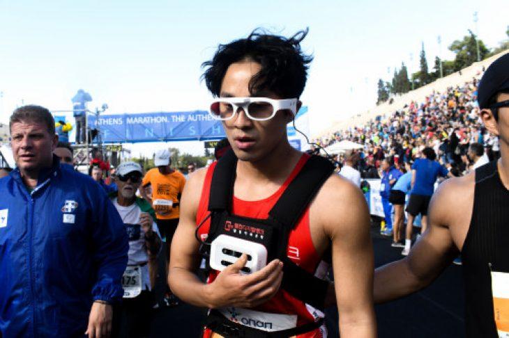 Τυφλός αθλητής τερμάτισε στο Μαραθώνιο χωρίς συνοδό